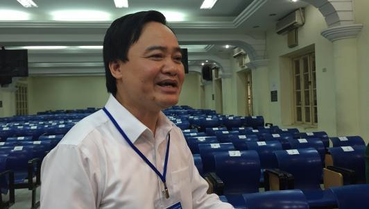 Bộ trưởng Bộ GD-ĐT tới trường thi, trò chuyện với phụ huynh