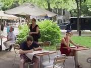 """Video Clip Cười - Clip hài: Giúp người này lại """"hại"""" người khác"""