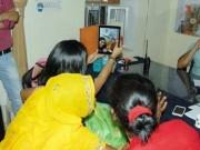 """Thế giới - Ấn Độ: Mất chức vì chụp """"tự sướng"""" với nạn nhân hiếp dâm"""