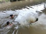 Tin tức trong ngày - Đi chăn trâu tắm kênh, 2 trẻ chết đuối thương tâm