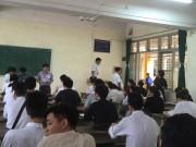 Tin tức trong ngày - Hà Nội: Một thí sinh dùng phao thi, cãi giám thị