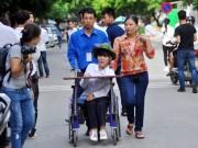 Tin tức trong ngày - Thí sinh bị liệt 2 chân ước mơ làm cô giáo Tiếng Anh