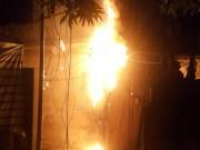 Tin tức trong ngày - Cả khu phố náo loạn vì cột điện bốc cháy giữa đêm