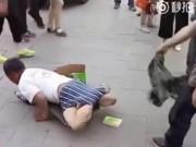 Bạn trẻ - Cuộc sống - Lột quần gã ăn xin cụt chân và sự thật không ngờ