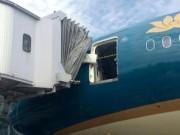 Tin tức Việt Nam - Siêu máy bay Boeing 787-9 hỏng cửa, ai chịu trách nhiệm?