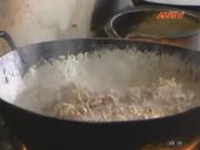 Thị trường - Tiêu dùng - Cận cảnh bếp ăn công nghiệp bẩn tại Bắc Giang