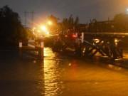 Tin tức trong ngày - TPHCM: Sà lan đâm vào cầu, gần 20 người tháo chạy