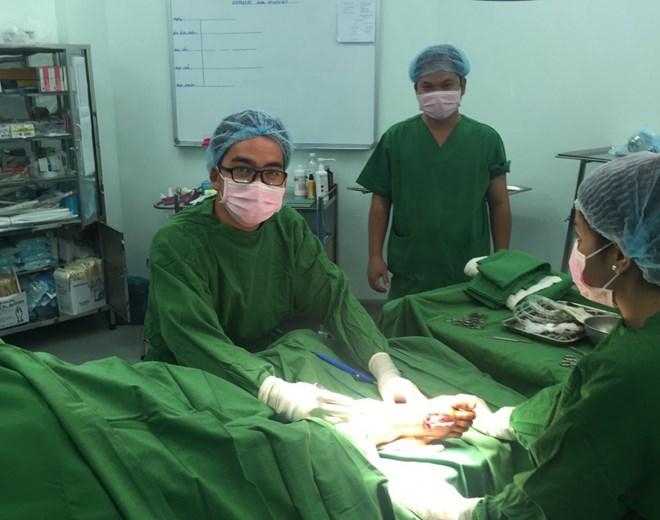 Mổ cấp cứu xuyên đêm vá tim cho bệnh nhân - 1