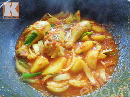Gà hầm sốt cà chua ngon cơm ngày mát trời - 7