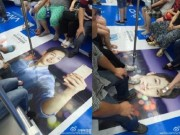 Phim - Fan phẫn nộ vì ảnh Song Joong Ki bị dẫm chân lên mặt