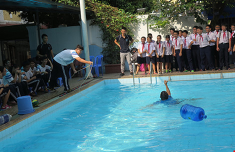 Dự án xây trường học mới phải có hồ bơi - 1
