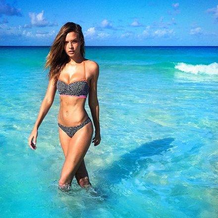 5 thiên thần nội y bày cách đẹp hoàn hảo với bikini - 4