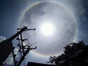"""Tin tức trong ngày - Xuất hiện vầng sáng lạ """"ôm"""" trọn mặt trời ở Điện Biên"""