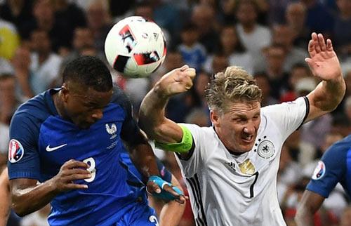 """Gặp Pháp, Ronaldo và BĐN bị ám ảnh bởi """"tiếng còi ma"""""""