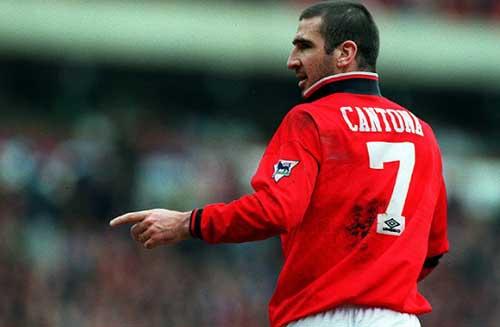 "Vừa đến MU, Ibra đã bị Cantona ""dằn mặt"""