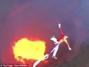 Du lịch - Video: Mạo hiểm nhảy bungee trên núi lửa đỏ rực