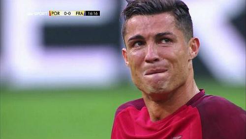 """Bị """"triệt hạ"""" & rời sân: Ronaldo có thể nghỉ 5 tháng - 5"""