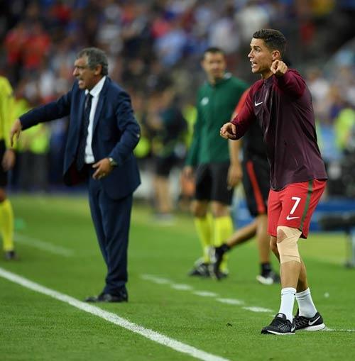 """Ronaldo vào sân """"chỉ đạo"""", Bồ Đào Nha vỡ òa hạnh phúc - 3"""