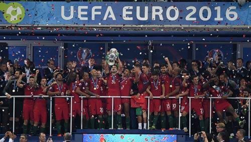 """Ronaldo vào sân """"chỉ đạo"""", Bồ Đào Nha vỡ òa hạnh phúc - 8"""