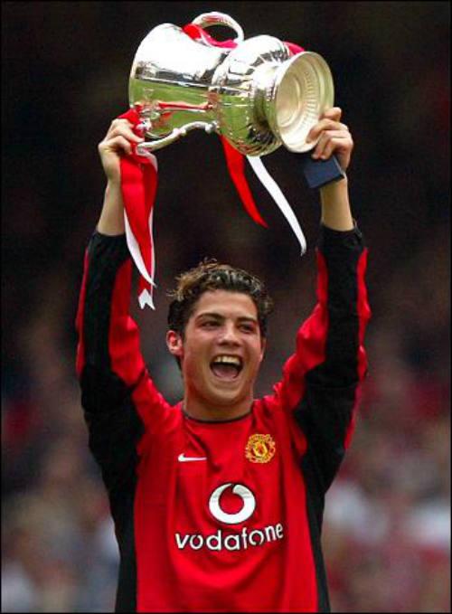 """""""Vua chung kết"""" Ronaldo & 13 khoảnh khắc đỉnh cao"""