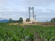 Tin tức trong ngày - Kỳ lạ: Cầu xây xong, đường đi chẳng thấy