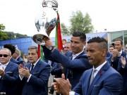 Bóng đá - Biển người chào đón Bồ Đào Nha, Ronaldo ở quê nhà
