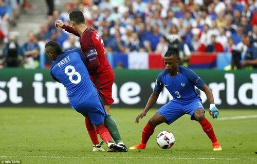 Đội tuyển Pháp: Người ta lớn, bởi vì ngươi quỳ xuống! - 2