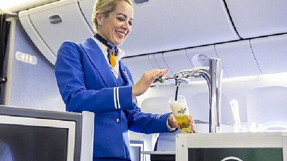 Hãng hàng không đầu tiên thế giới phục vụ bia tươi - 2