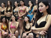 Bạn trẻ - Cuộc sống - Thiếu nữ TQ đua nhau thi ngực đẹp