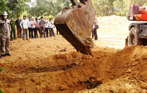 Khai quật 267 tấn chất thải Formosa đưa đi xử lý