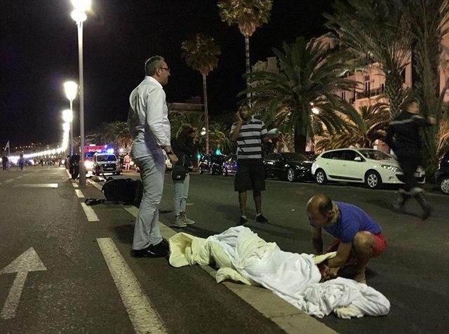Tấn công khủng bố bằng xe tải ở Pháp, 80 người chết - 5
