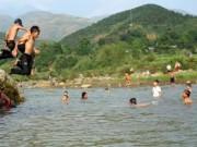 Tin tức trong ngày - Tìm thấy thi thể 2 học sinh đuối nước trên sông Cà Lồ