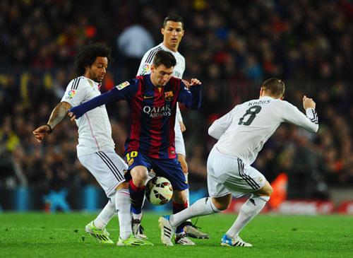 """Barca & Real: Vua trên sân, """"Chúa Chổm"""" ngoài đời"""
