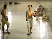 Tin tức trong ngày - Hà Nội: Dân lao động chui lòng đất trốn nắng nóng