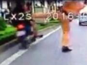 Tin tức trong ngày - Người đi xe máy lao vào dải phân cách khi CSGT chặn bắt