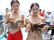 """Bạn trẻ - Cuộc sống - Trào lưu lấy cua cá làm """"áo ngực"""" của gái trẻ TQ"""