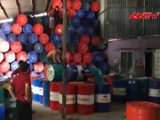 Video An ninh - Khởi tố băng nhóm sản xuất dầu nhớt giả tại TP.HCM