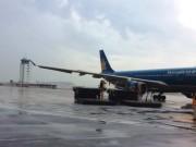 Tin tức trong ngày - Sét đánh vỡ đường băng sân bay Tân Sơn Nhất