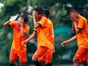 """Bóng đá - U16 Việt Nam """"luyện công"""" dưới mưa chờ đấu bán kết"""