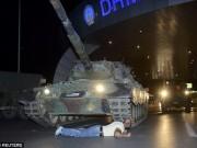 Thế giới - Người nằm cản xe tăng ở TNK: Nghiền nát tôi, hoặc biến đi