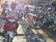 Tin tức trong ngày - Hành động bất ngờ của CSGT dưới nắng nóng gây sốt mạng