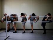 Thế giới - Binh sĩ HQ gần Triều Tiên tập ba-lê cho đỡ căng thẳng