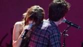 """Selena Gomez quá quyến rũ trong màn trình diễn với """"bạn trai"""""""