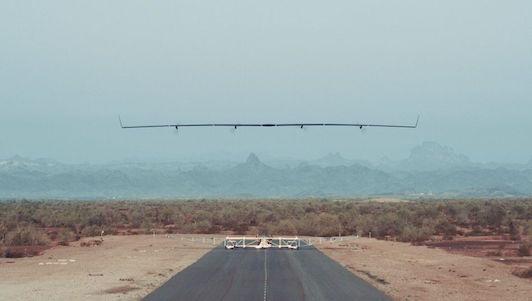 Video: Máy bay phát internet của Facebook đã cất cánh