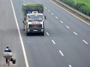 Tin tức trong ngày - Ảnh: Rùng mình xe chạy ngược chiều trên cao tốc nghìn tỉ