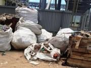 Tin tức trong ngày - Bùn rác chất đống, cá chết trong Formosa
