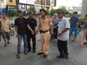 """Tin tức trong ngày - CSGT Hà Nội tóm gọn 2 """"cẩu tặc"""" ở vườn hoa Giảng Võ"""
