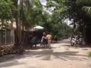 An ninh Xã hội - Ba thanh niên nhậu xỉn vây đánh cảnh sát giao thông