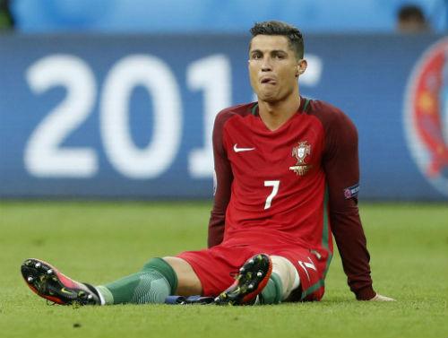 """Tin xấu cho Real: Ronaldo """"đầu hàng"""" chấn thương"""