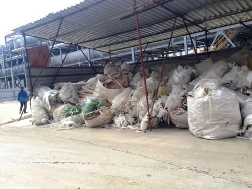 Cận cảnh rác chất đống, cá chết trong Formosa